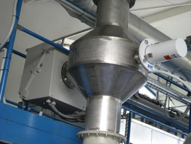 Fluoride analyzer in hazardous waste incinerator emissions